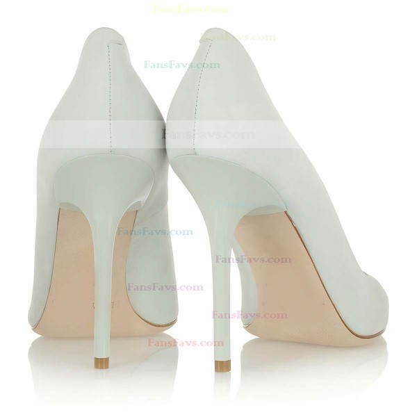 Women's Ivory Suede Closed Toe